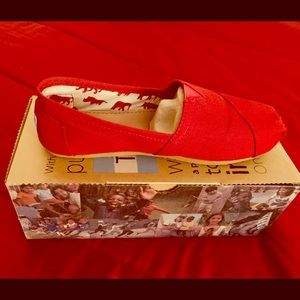 Toms-Classic Red